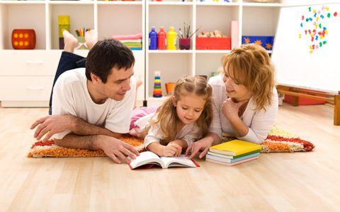 Qual é o Verdadeiro Significado de ter Filhos? A missão de ser pai ou mãe não é algo tão vago como simplesmente dizer que a minha missão é ser pai ou ser mãe. Os pais estão deixando a TV e as telas decidirem o que as crianças vão ver. Eles estão transformando a responsabilidade de educar seus filhos para as telas… e não percebem que estão criando um ambiente de isolamento… eles estão treinando seus filhos para ficarem hipnotizados na tela para que eles possam te dar uma folga para você…