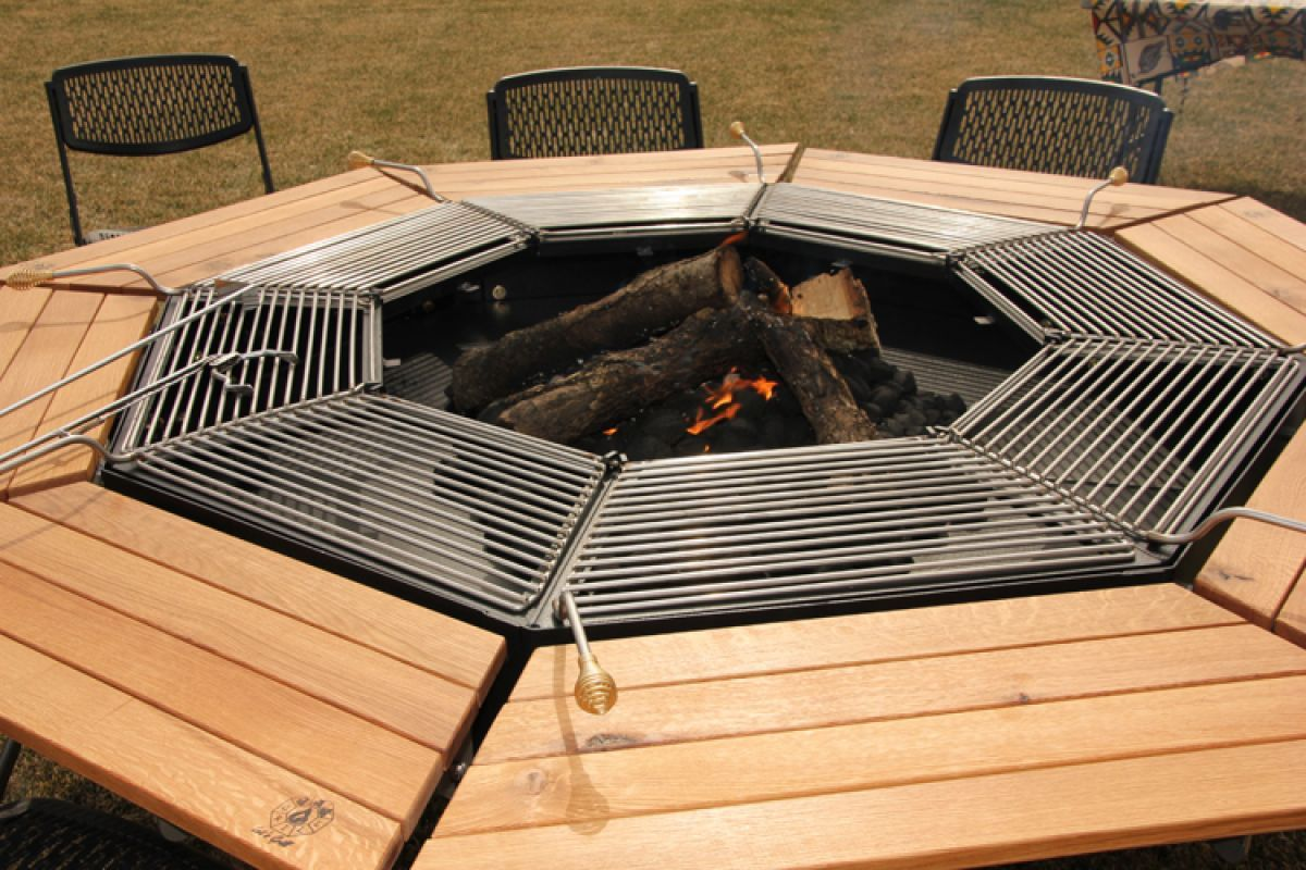 A Dining Table Firepit And Grill In One Grill De Mesa Fogueiras Ao Ar Livre Lareira De Quintal