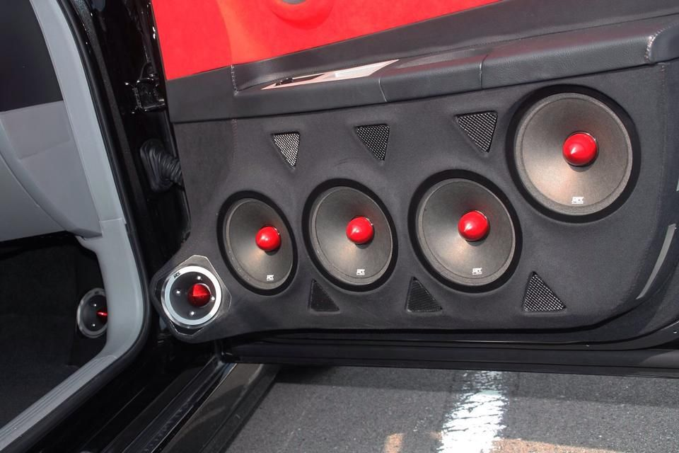 Roadthunder Extreme Speakers And Tweeters In Custom Door Panel And Kick Panel Installation Audio De Automoviles Audio Coche Coches Personalizados