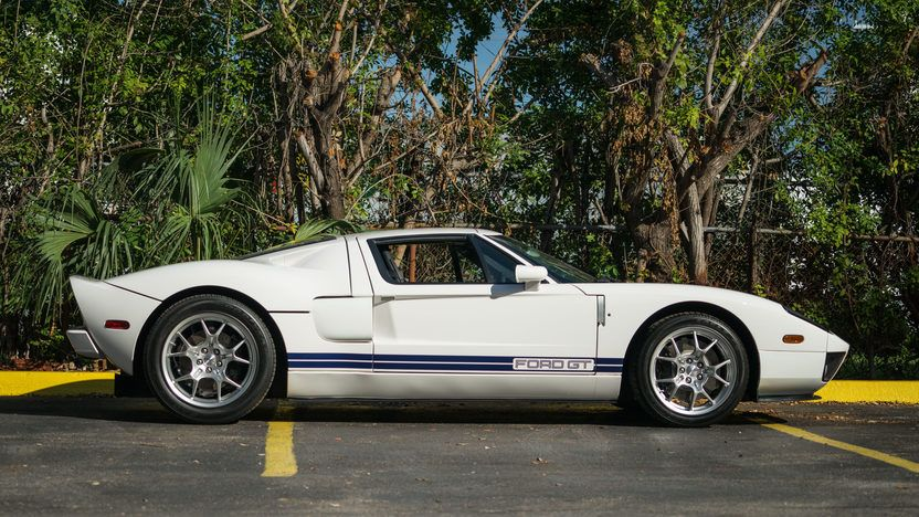2005 Ford Gt In Centennial White W Blue Stripes Ford Gt Ford Kissimmee