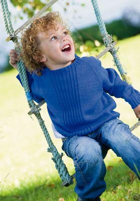 Strikket raglansweater i flot blå farve