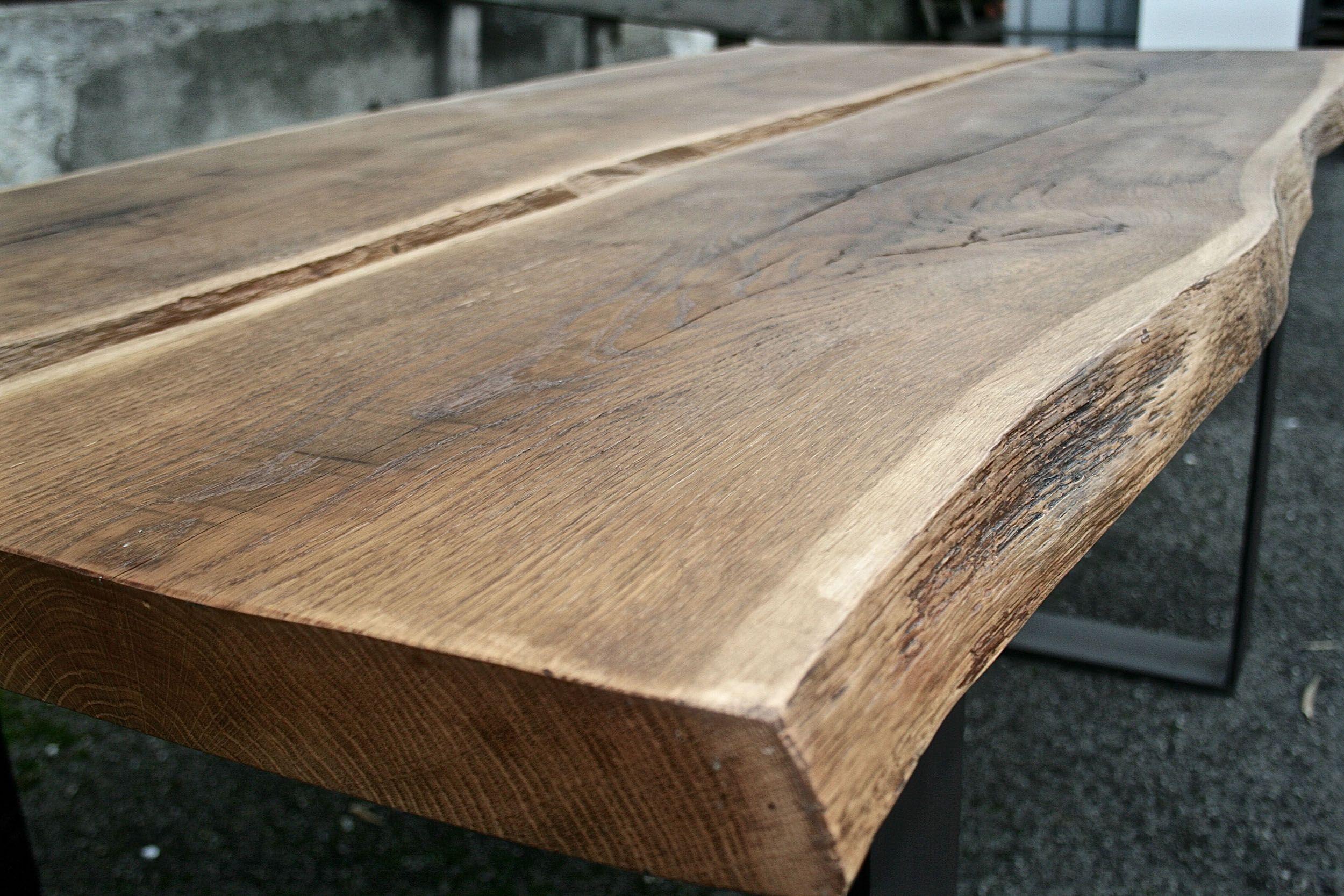 Tavolo realizzato tramite l accostamento di 2 o più tavole di essenze  varie. Possono c66c056a1395