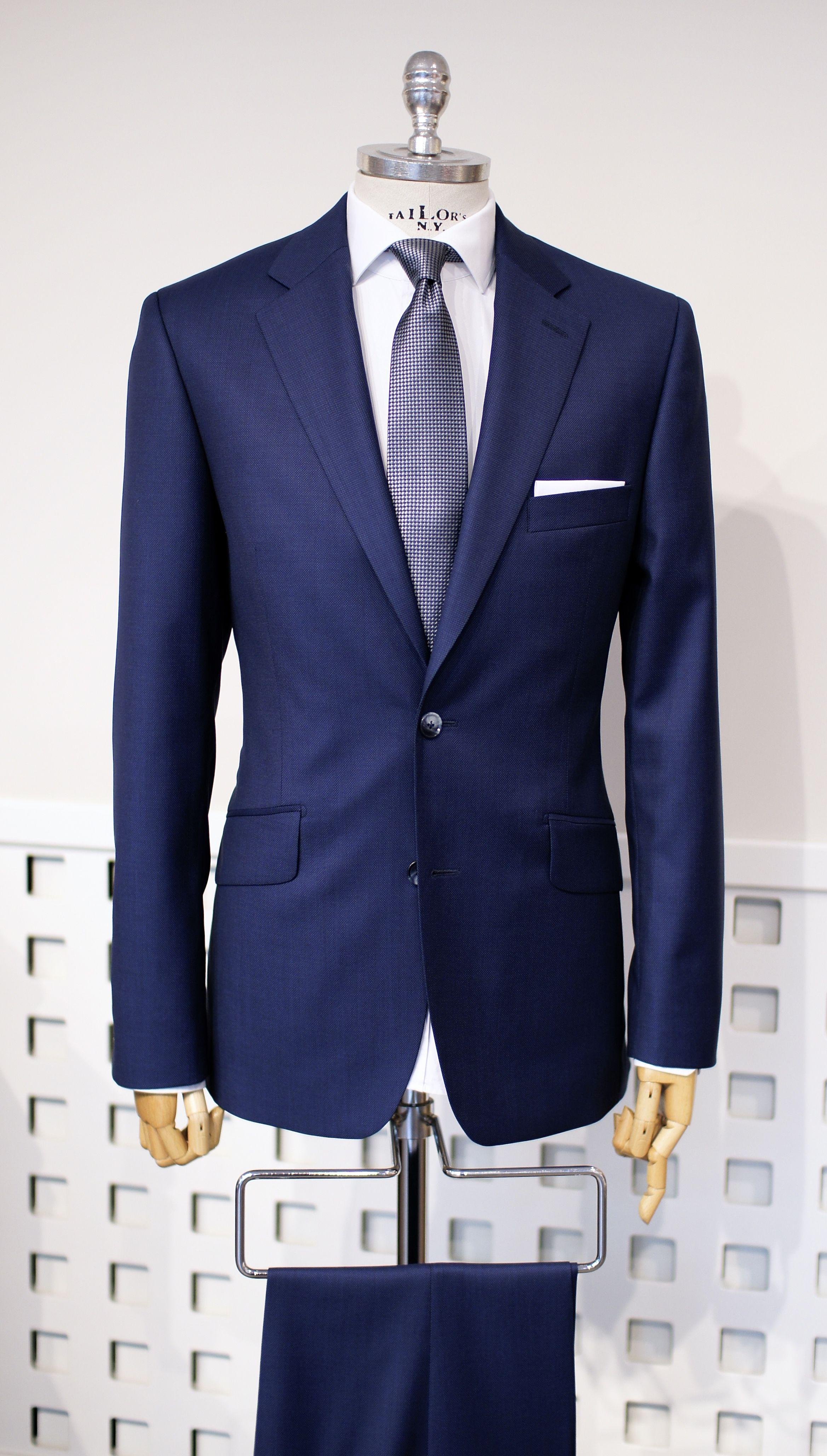 Granatowy Garnitur W Stonowanej Stylizacji Ktora Perfekcyjnie Podkresli Profesjonalizm Designer Suits For Men Mens Fashion Business Casual Mens Fashion Classy