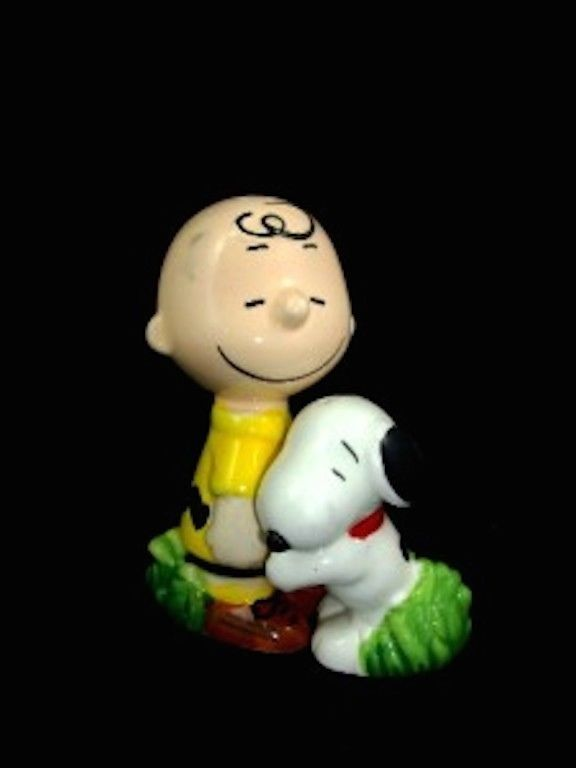 Charlie Brown Characters Snoopy Hugging Salt & Pepper New In Box in Collectibles | eBay