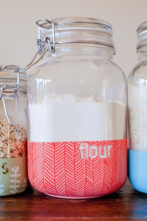 DIY Dipped Pantry Jars for Organizing Your Food Staples - Made using stickers, stencils and spray paint!