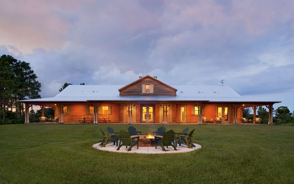 A hunter 39 s ranch house cattle acre and middle for Casa tipo ranch