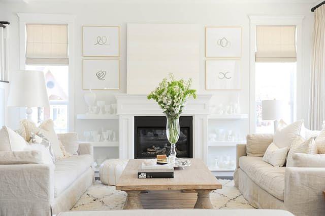 ソファーを向かい合わせに置いた方が面積が少ないのですねDesign pop quiz! Which takes up less space in a living room: A. Two sofas facing each other OR B. A sofa and love seat arranged in the traditional L-shaped arrangement? And the answer is...