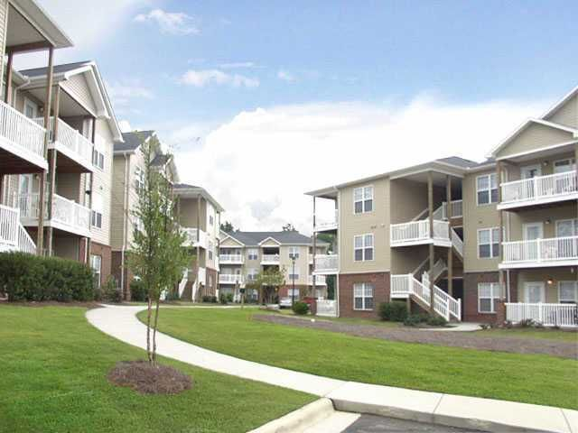 Residential Renting Around The Wilmington Nc Area Reserve At Forest Hills Apartments In Wilmington North Carolin Apartment Guide Rental Apartments Apartment