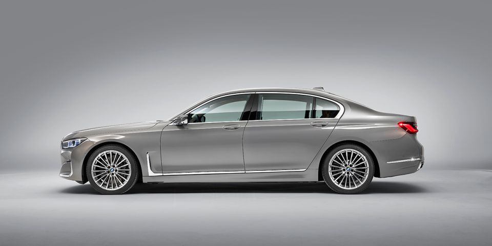 The New Hybrid Bmw 745e Gets An Engine More Suited To A Luxury Automobile In 2020 Bmw 7 Series Bmw New Bmw