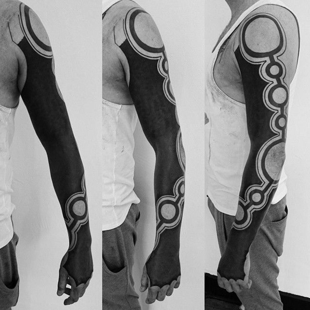 Blackout Tattoo Conhea Mais Sobre O Estilo De Tatuagem Electronic Circuit Board Full Sleeve Blackwork Male Macho Moda Blog Masculina Dicas Tendncias Produtos Servios E Tudo Relacionado Aos Homens