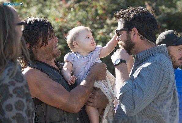 Photos - The Walking Dead - Season 5 - Promotional Episode Photos - Episode 5.12 - Remember - BTS - 9029744f-89e7-de43-9dd6-a4b607665342_TWD_512_GP_0924_0614