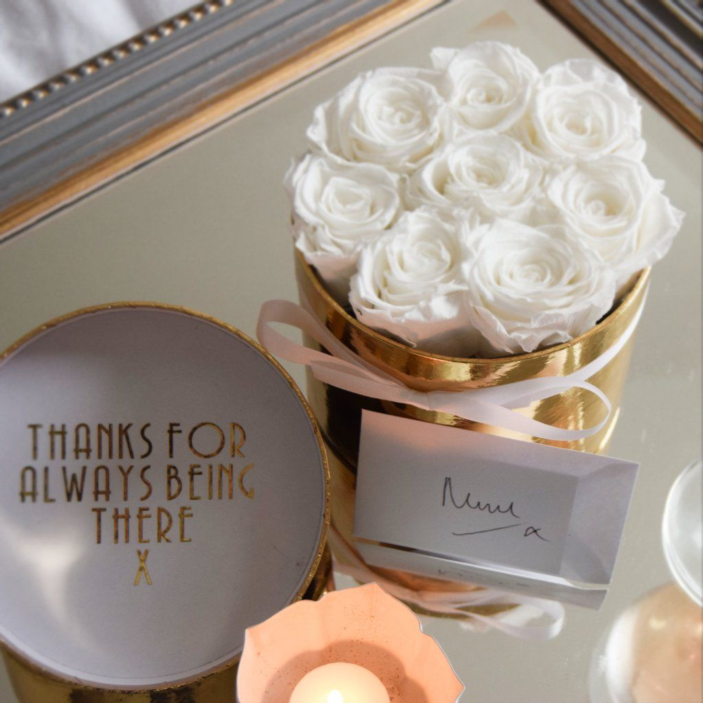 8 Chic White Eternity Roses The Gold One Year Roses Rose Color Meanings Luxury Flowers Bouquet Box