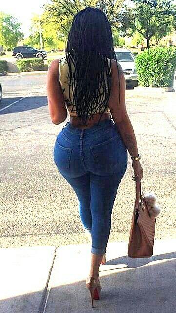 Ebony booty in jeans