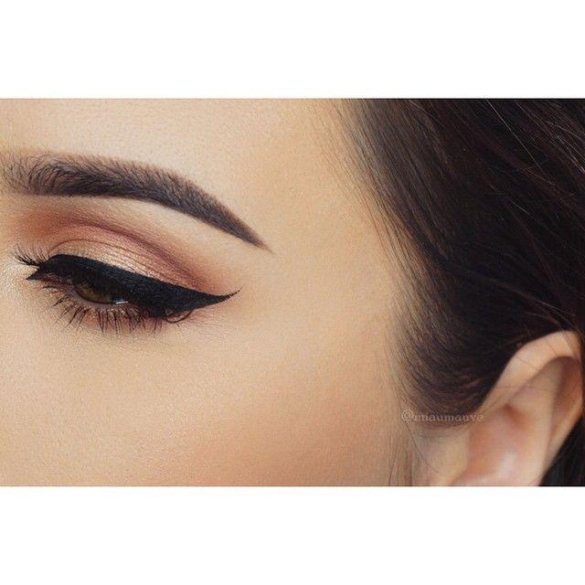Eyeliner on fleek  #wakeupandmakeup#anastasiabrows#anastasiabeverlyhills#vegas_nay#hudabeauty#mayamiyamakeup#brian_champagne#miaumauve#norvina#sigmabeauty#makeupgeekcosmetics#esqido#toofaced#makeupforever#hdfoundation#mac