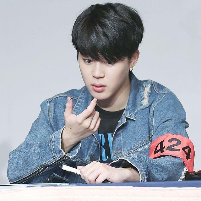 JIMIN  160513 Sinchon Fansign Event ❤️ © creamsoda ♡ What happen Jimin?  [#BTS #방탄소년단 #BANGTAN #BANGTANBOYS #ARMY #PARKJIMIN #박지민 #JIMIN #지민]