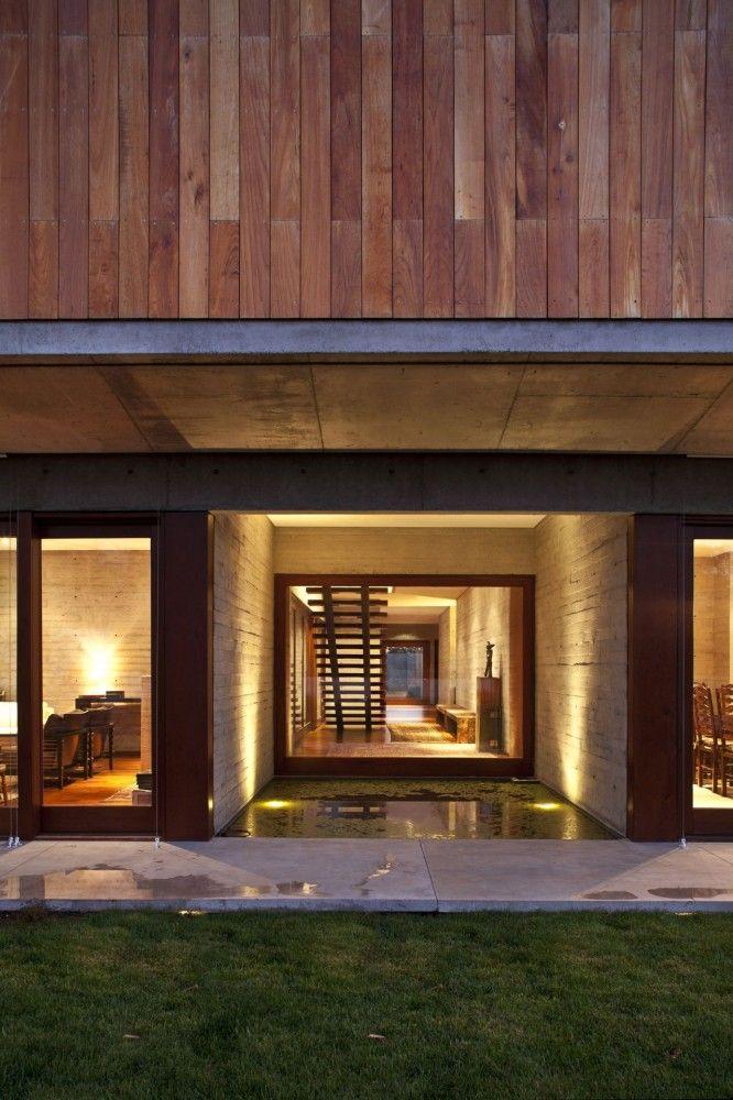 Exterior detail of La Dehesa House in Santiago, Chile by Elton Léniz Arquitectos Asociados【 CMP777.COM 】온라인바카라 인터넷바카라 온라인바카라 인터넷바카라 온라인바카라 인터넷바카라 온라인바카라 인터넷바카라