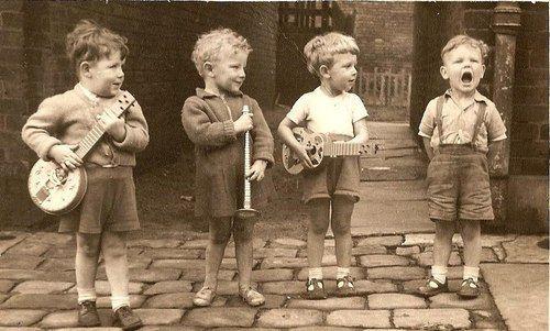 Dies wäre Mumford & Sons, wenn sie jünger wären … so süß!