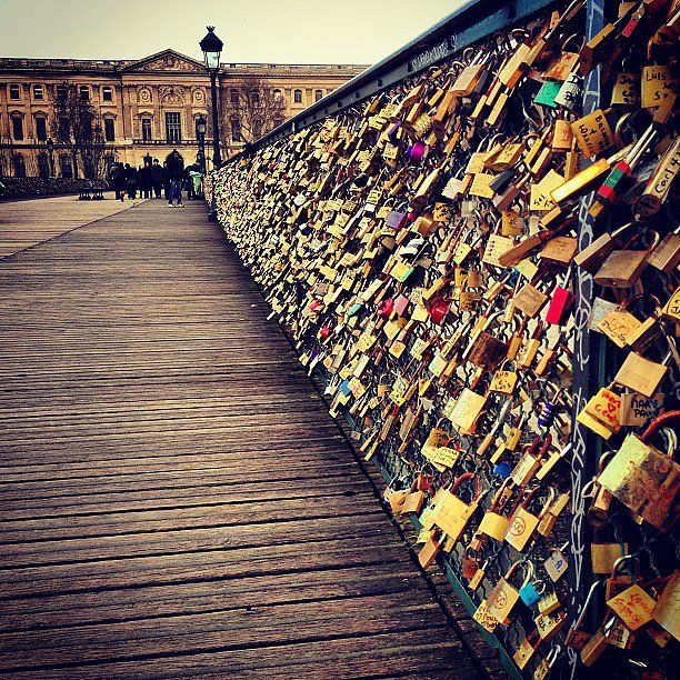 Add a lock to the pont des arts bridge in paris buckets for Locks on the bridge in paris