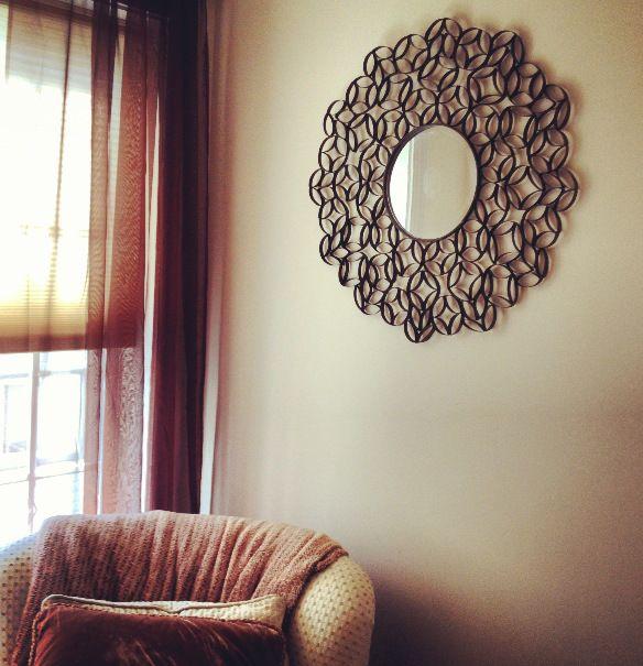probablement un de mes futurs projets un miroir fait de rouleaux de papier essuie tout. Black Bedroom Furniture Sets. Home Design Ideas