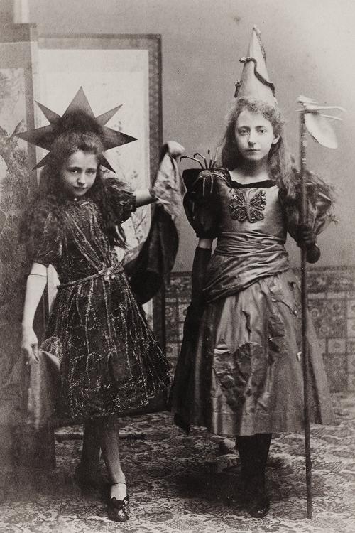 gravesandghouls halloween fancy dress costumes c 1890s - Halloween Costumes Victorian