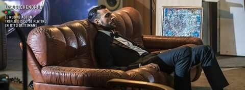SOLO DUE SATELLITI, il nuovo singolo di Marco Mengoni, dall'album triplo platino LE COSE CHE NON HO! > bit.ly/SOLODUESATELLITI_Vevo Staff