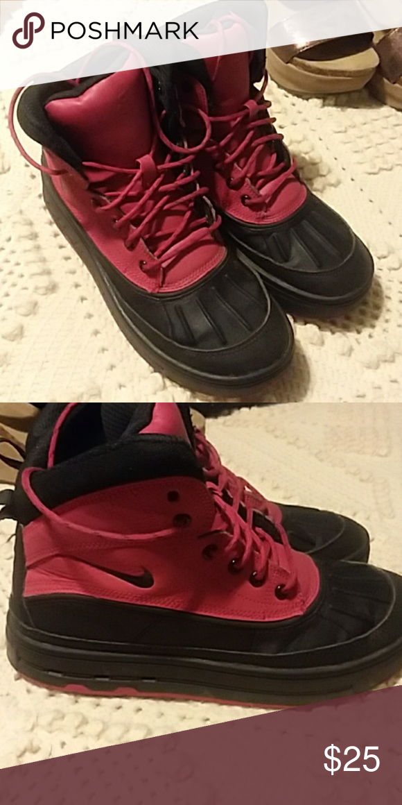 57dd533b1c Nike snow boots Black and red Nike snow boots. Size 5 1 2. I wear a ladies  7 and these fit me perfectly. Nike Shoes Winter   Rain Boots