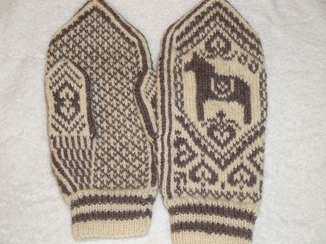 Free Dala Horse Mittens Knitting Pattern and Tutorial by Wenche ...