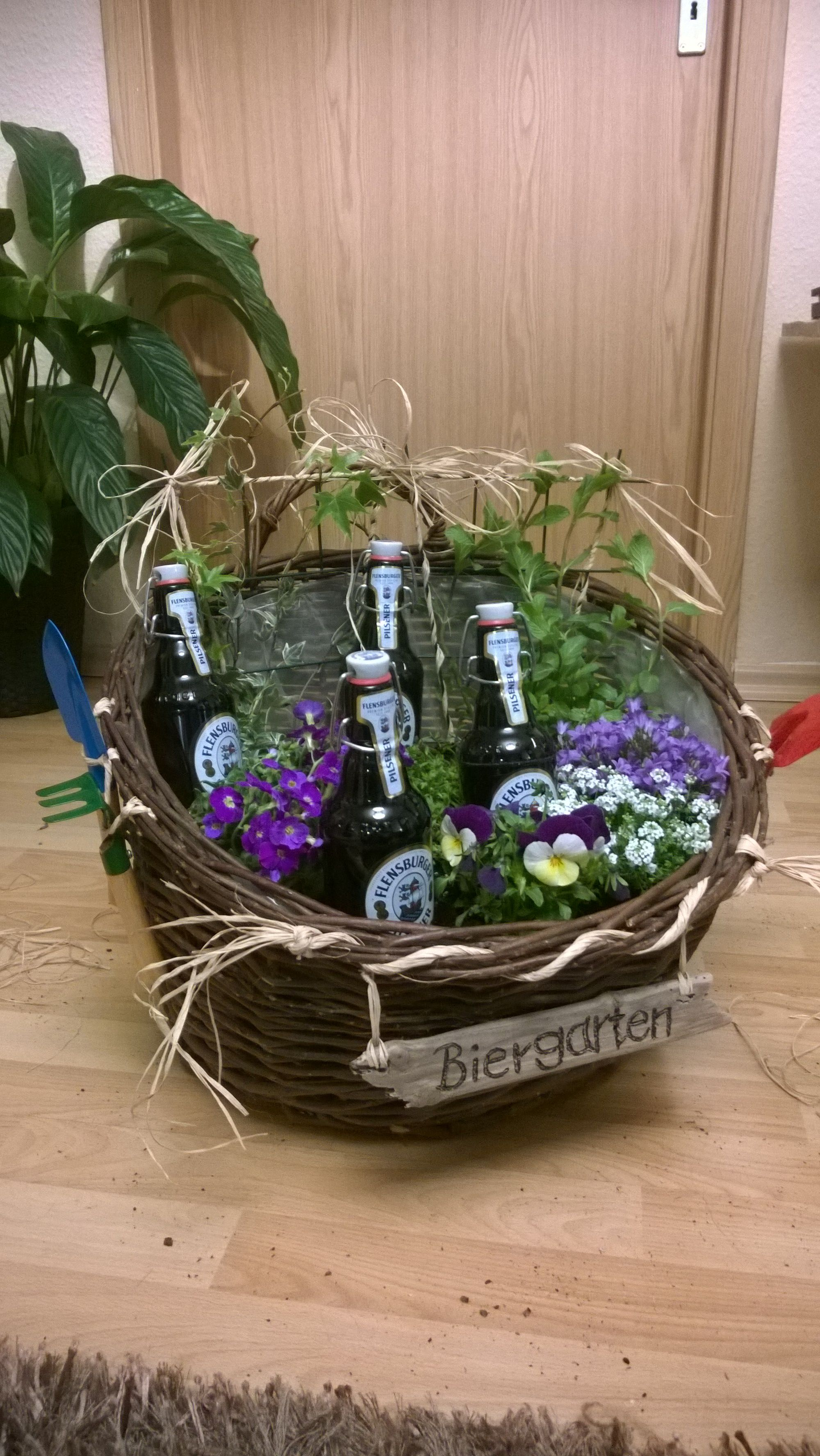 Biergarten Blumen Geschenk Blumenkorb Flensburger