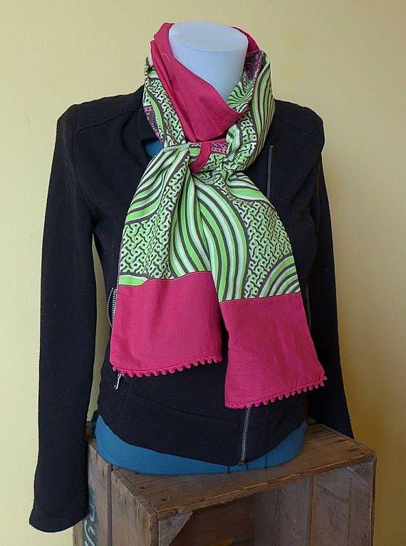 Etole foulard chèche réversible en tissu wax africain graphique vert violet  rose, pompon rose - accessoire mode ethnique chic - Une Embellie 960409fc358