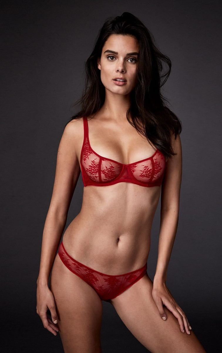 ad45efdda 20 Gorgeous Valentine s Day Lingerie Sets You Can Wear Year-Round ...