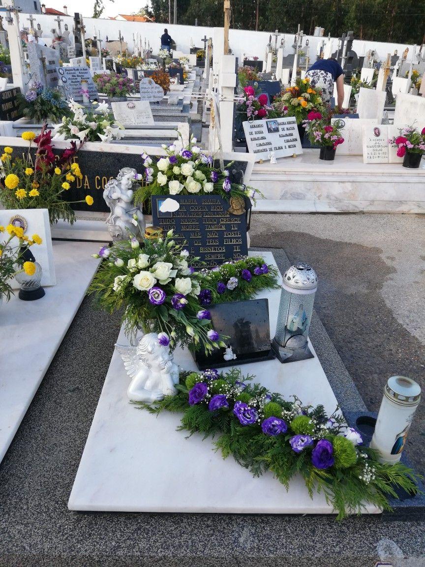 Pin By Marlena Sznejfus On Kompozycje Na Cmentarz Funeral Flowers Flowers Floral