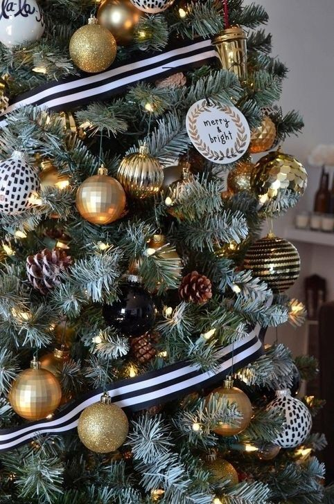 39+ Wonderful Inspiring Black And Gold Christmas Decoration Ideas #kerstboomversieringen2019