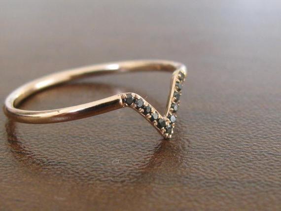 acheter populaire fa0d0 0f4ca Bague délicate diamant forme V bague de mariage Black | Etsy ...
