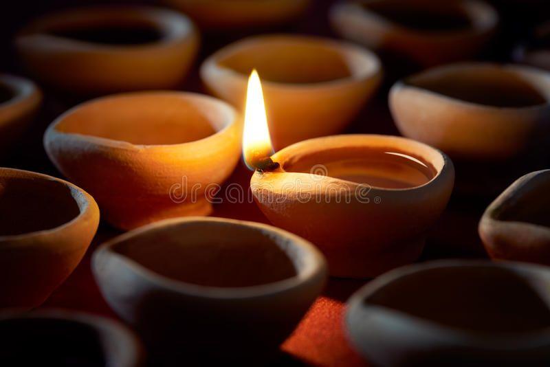 Diwali Oil Lamp Traditional Clay Diya Lamps Lit During Diwali Celebration Sponsored Traditional Clay Lamp Diwali Oil Oil Lamps Diya Lamp Diwali