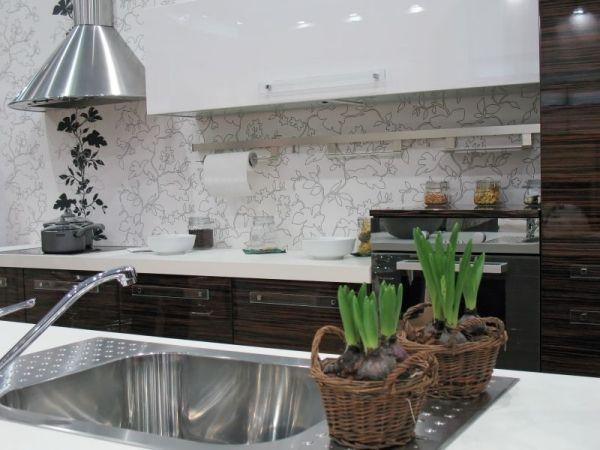 Tapeten in der Küche: eleganete, florale Motive.   Renovieren ...