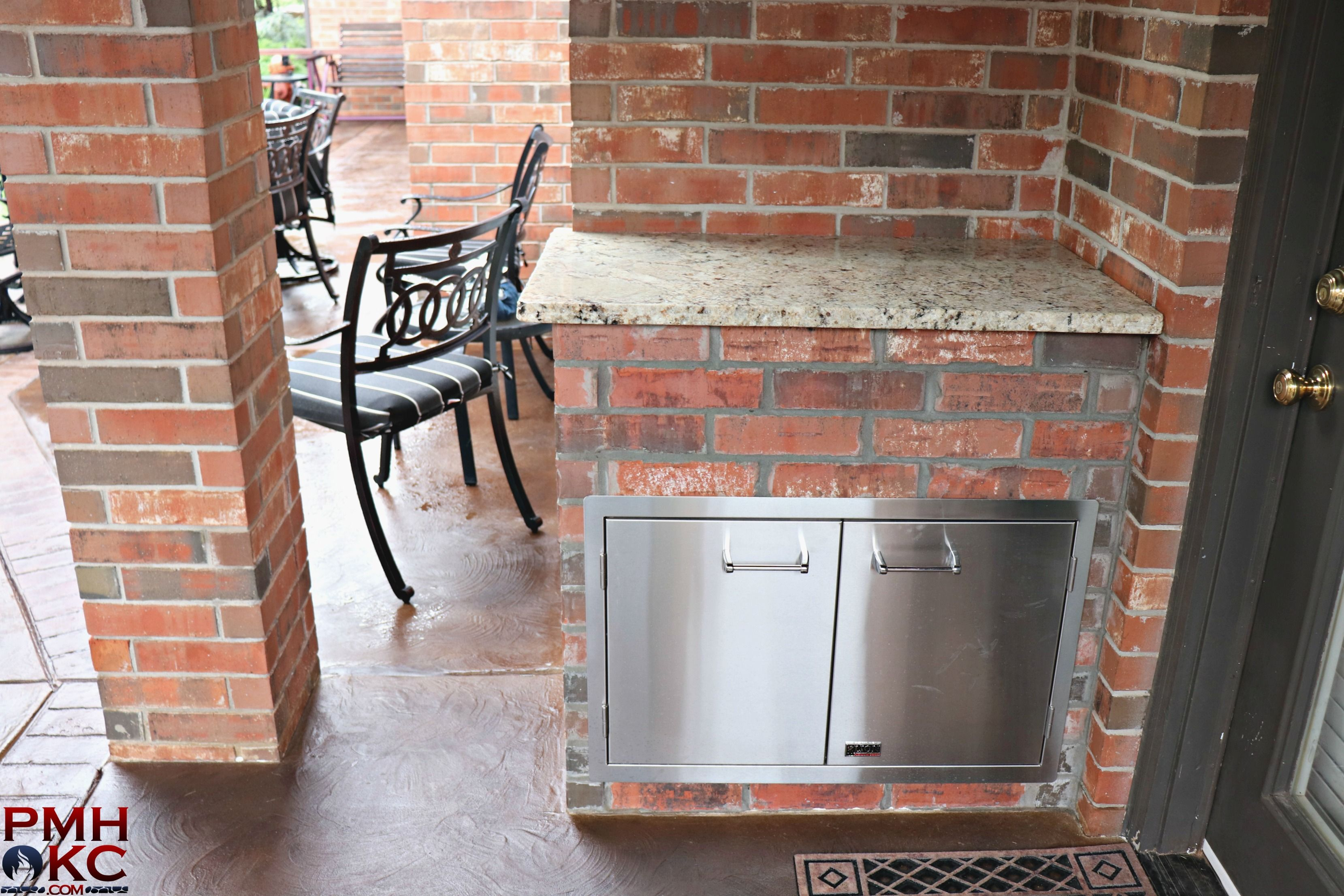 Custom Outdoor Kitchen With A Side Counter And Storage Center Outdoor Kitchen Outdoor Pergola Fireplace
