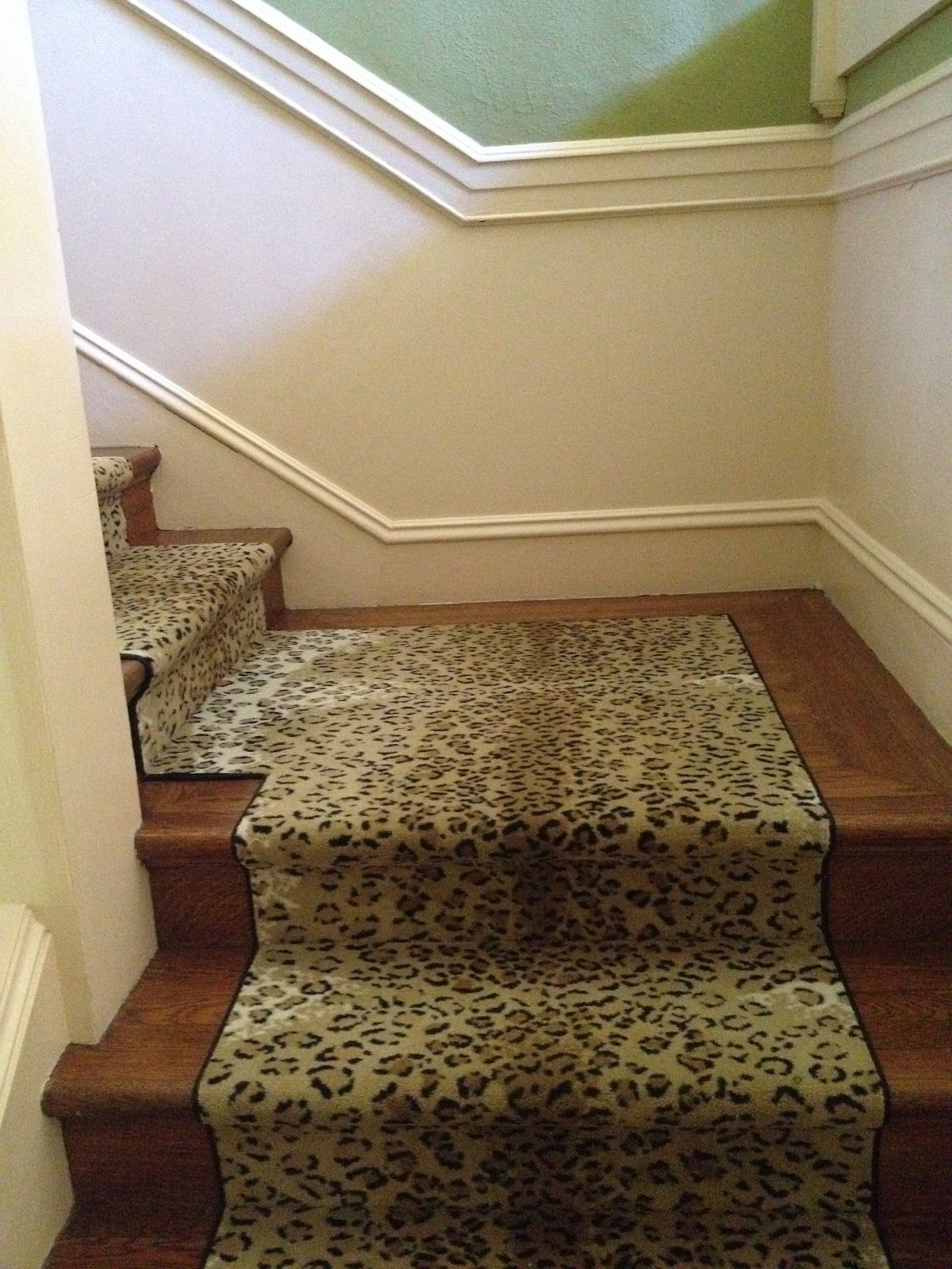 Best Love This Leopard On The Stairs Vignette Design 400 x 300