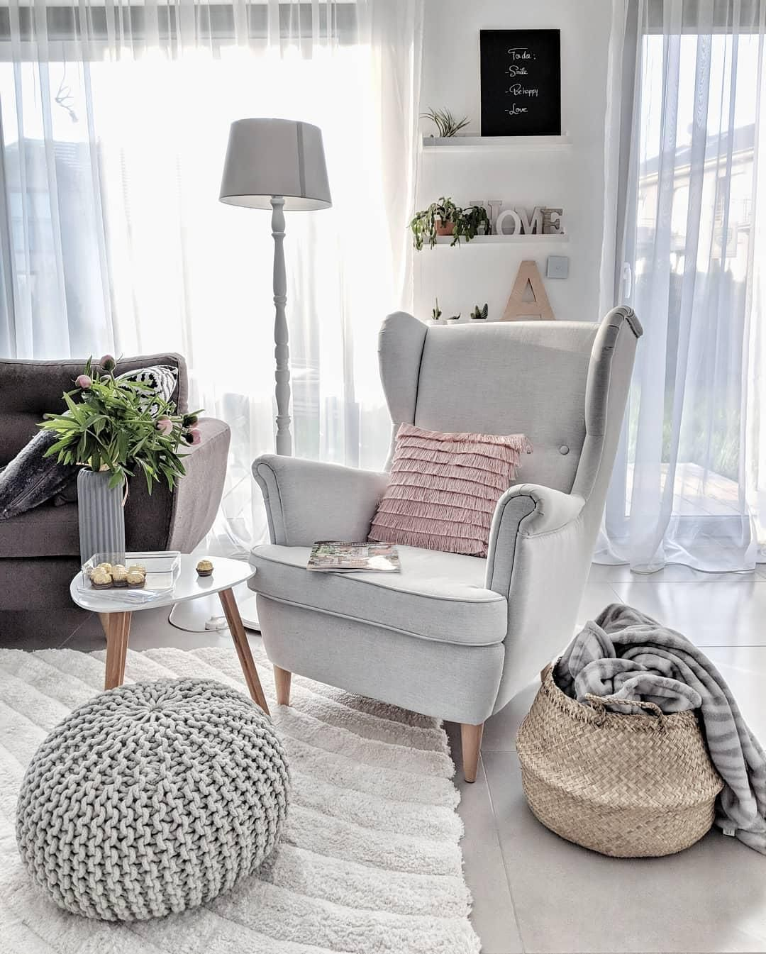 handgefertigter strickpouf dori in 2019 sofas st hle sessel haus wohnzimmer wohnideen. Black Bedroom Furniture Sets. Home Design Ideas