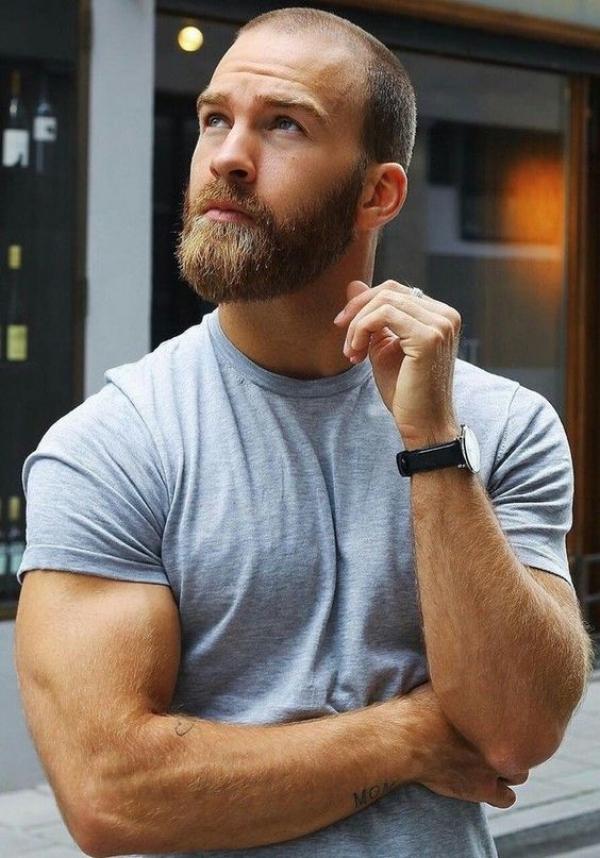 40 Unwiderstehliche Kahle Manner Mit Bart Bartstile Mit Rasiertem Kopf Kamm Und 40 U Haircuts For Balding Men Beard Styles For Men Beard Styles Bald