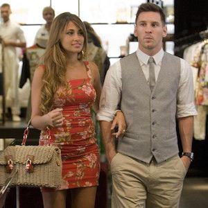 Lionel Messi Girlfriend Antonella Roccuzzo Shop In Capri Lionel Messi Messi Girlfriend Leo Messi