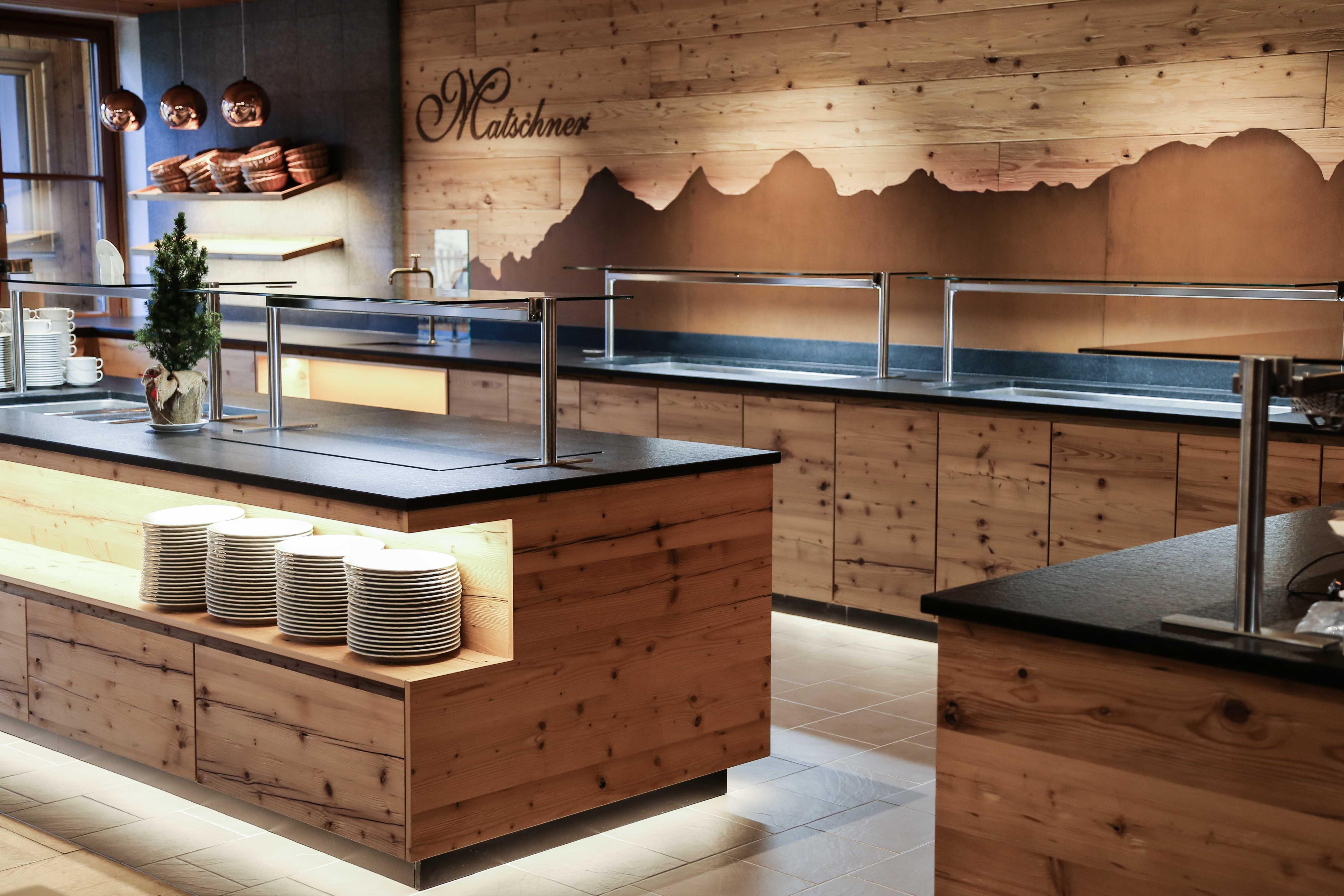 Altholz  Insel Mit Integriertem Tellerw Rmer Counter Designrestaurant Designrestaurant