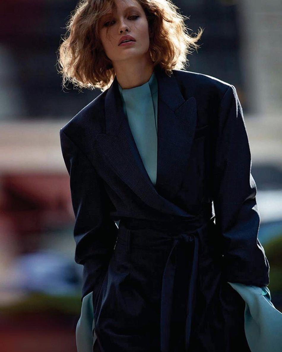 773 отметок «Нравится», 4 комментариев — @smokemag в Instagram: «Vogue China December 2017 Photography: Camilla Akrans Styled by: Daniela Paudice Model: Grace…»
