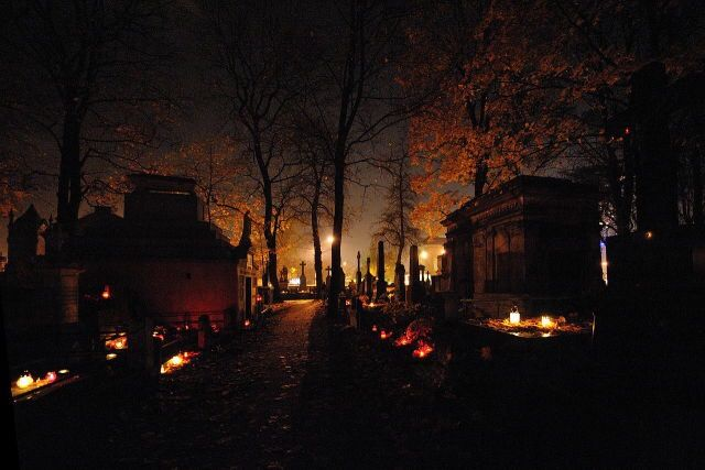 Spooky Scenes All Souls Day Cemetery Halloween Pictures