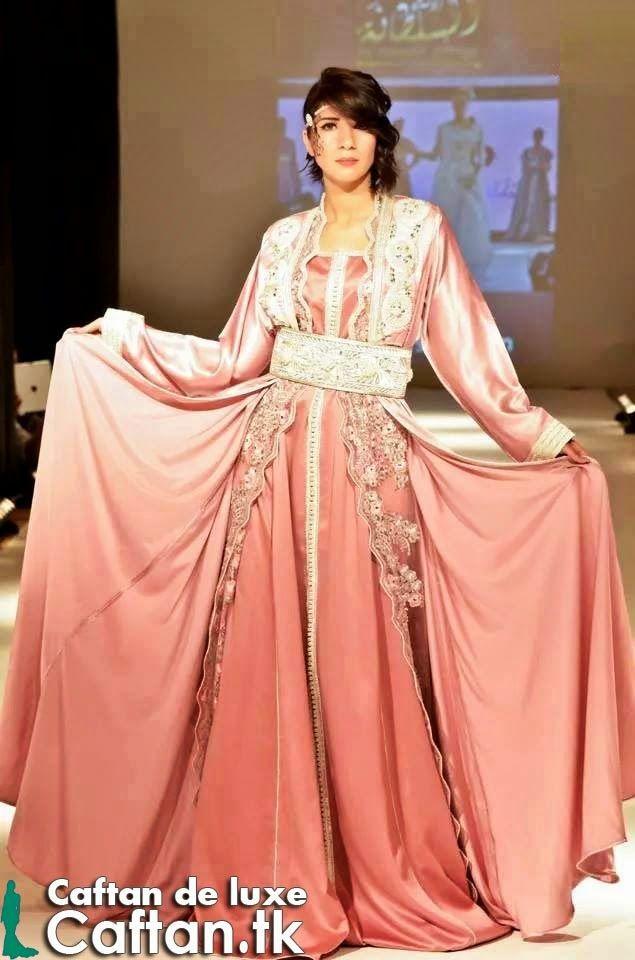 un caftan marocain papillon en couleur rose fait à la main d un fameux  couturier 9f93f5f7925