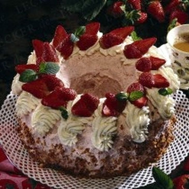 Erdbeer-Buttercreme-Kranz