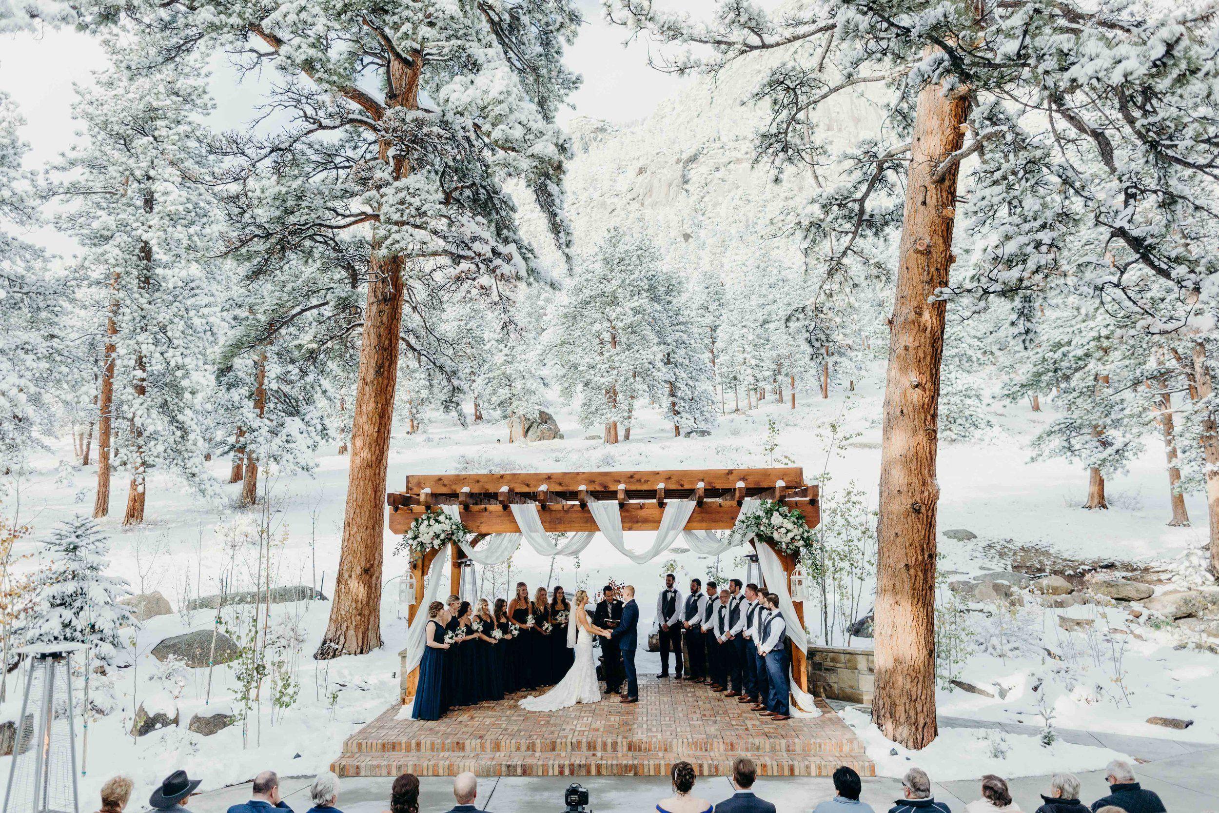 Snowy Mountain Wedding at the Della Terra Mountain Chateau ...