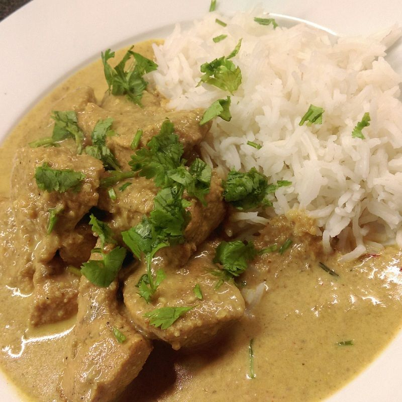 Korma Style Chicken Curry from The Frugal Kitchen ~~~ This is quite a rich curry combining ground almonds and cream - a little bit frivolous but perfect for a weekend curry night treat and much healthier than a takeaway! ~~~ Click through for recipe.