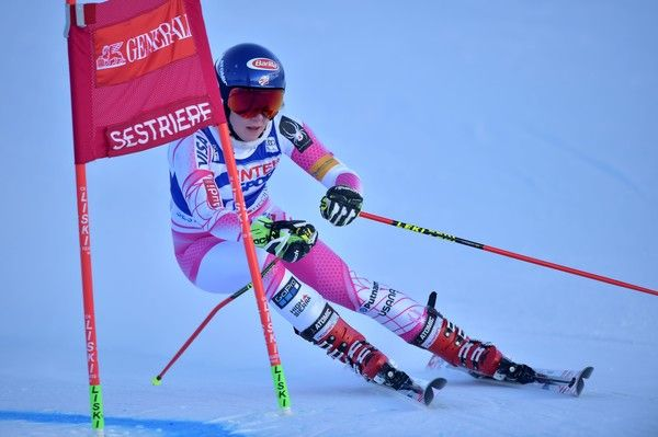 US Mikaela Shiffrin competes during the FIS Alpine World Cup Women Giant Slalom on December 10, 2016 in Sestriere, Italian Alps.  / AFP / GIUSEPPE CACACE