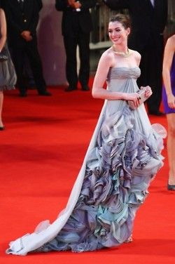 Can I please have this dress?! #annehathaway