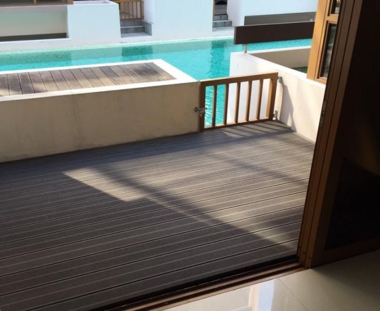 Poolumrandung Holz Wpc Grau Optik Farbe Terrasse Schiebetuer